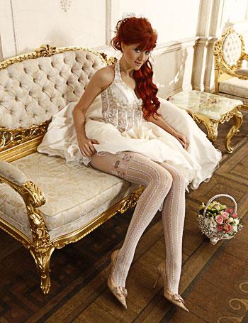 частное фото невеста в чулках и колготках