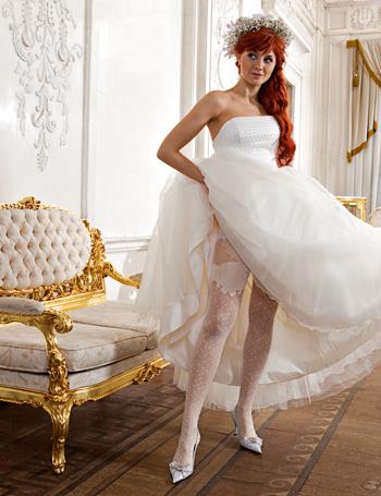 фото под платьем в колготках